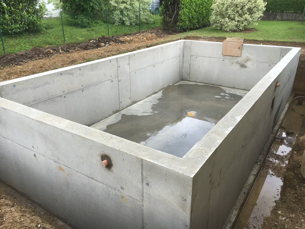 Piscine b ton banch mt r ma onnerie traditionnelle et for Piscine en beton